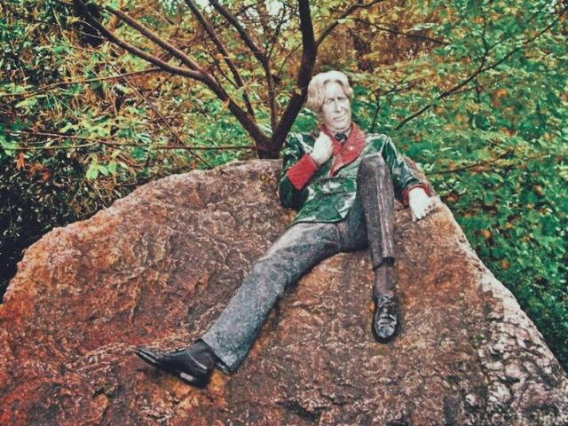 Oscar Wilde Statue