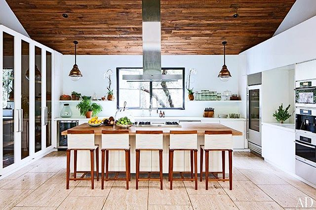 Monday mornings wouldn't be so rough if this were where you enjoyed your coffee. | #kitchendreams #interiors #kitchenstyle 📷: @archdigest
