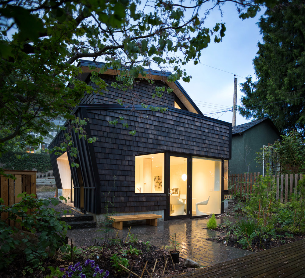 point-grey-laneway-campos-studio-residential-architecture-canada-vancouver_dezeen_2364_col_10.jpg