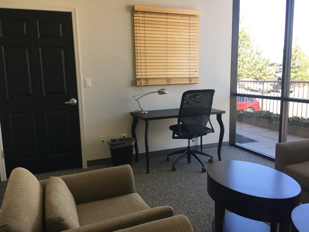 small-conference-room-desk-wingspace-coworking-prescott.JPG