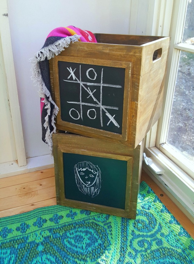 I love the use of these chalkboard crates!
