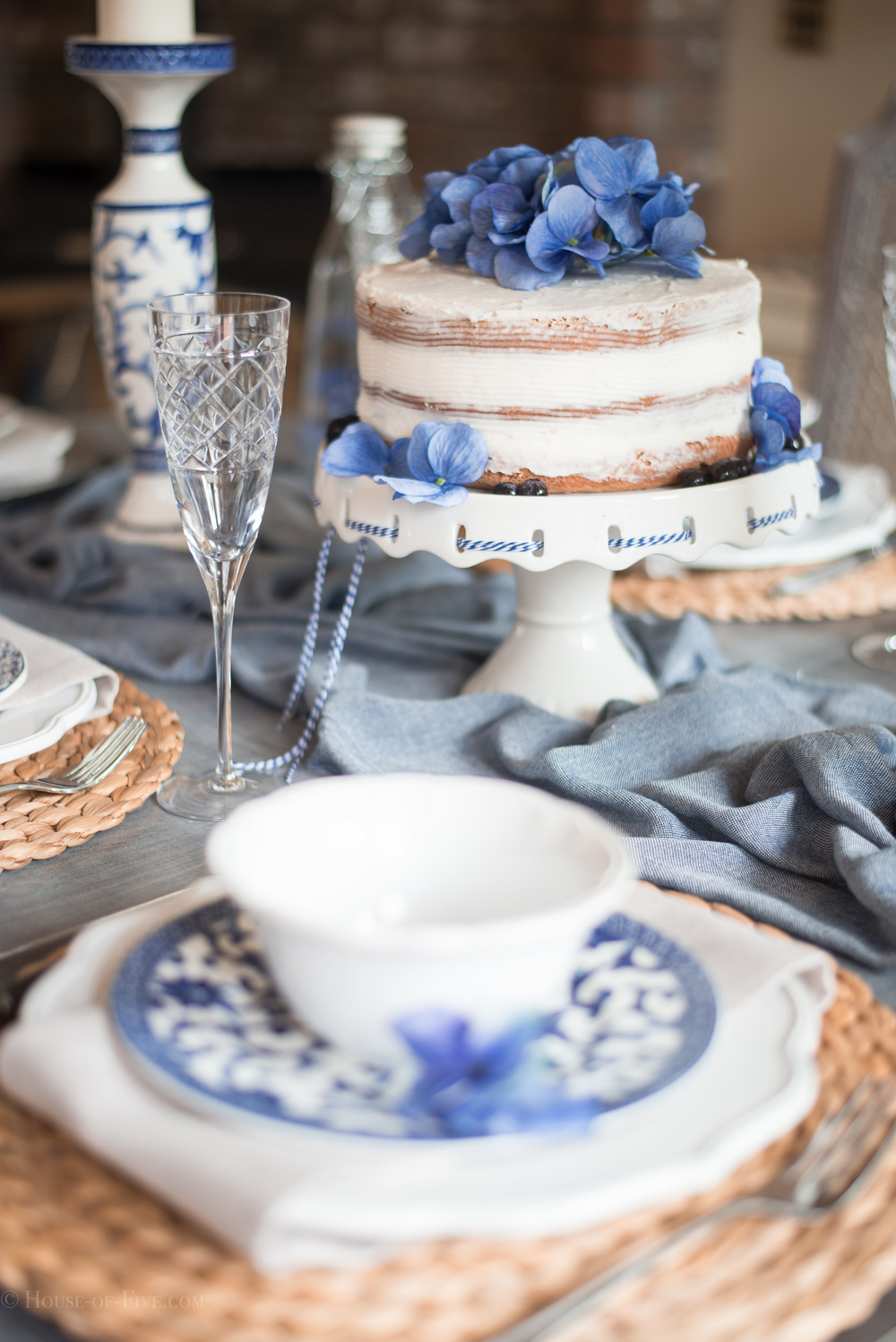 Naked cake - Blue and white table