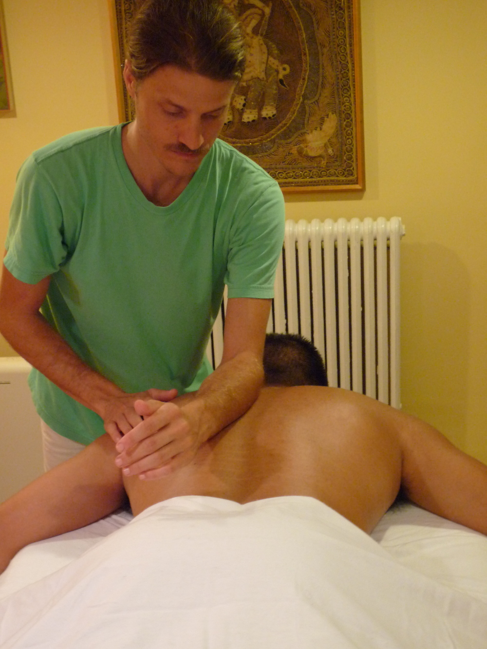 Stephen performing a Deep Tissue massage in his Washington DC studio