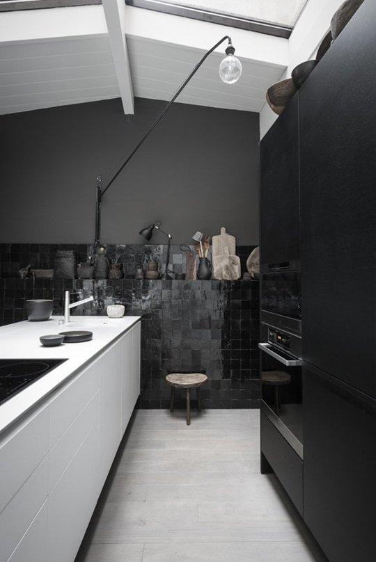moody-kitchen-2-via-elle-decoration-by-romain-ricard.jpg