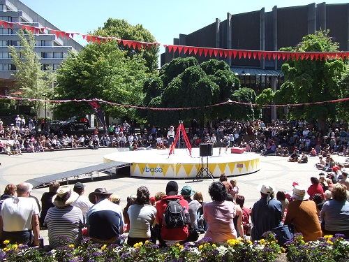 Circular stage - World Buskers Festival 2009