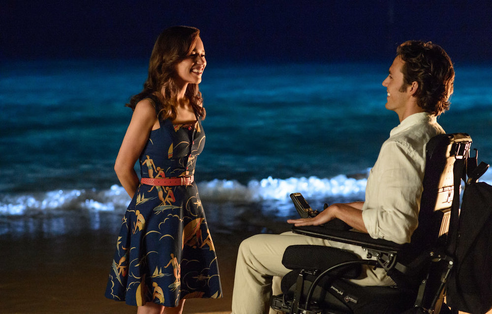 Emilia Clarke as Louisa Clark and Sam Claflin as Will Traynor in Me Before You