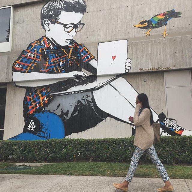 Spotted off Figueroa @bumblebeelovesyou #streetart #largerthanlife