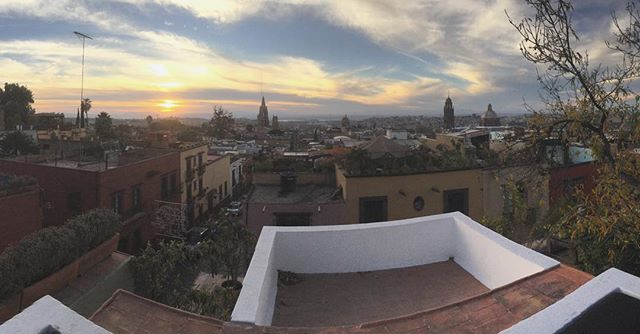 What our sunset was like today in #sanmiguel #sanmigueldeallende #sunsetfordays #shittyipadpano