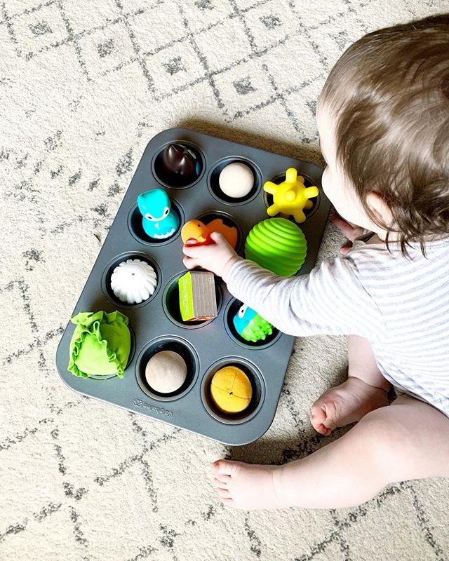 When creating Montessori activities at home you don't have to shell out hundreds of dollars for that perfect set of wooden blocks (although I still want them) you just have to get a little creative! Grab a muffin tin and your little one's favorite small toys and this is guaranteed to keep them busy for quite a while 🙌🏻 #yourmodernbaby