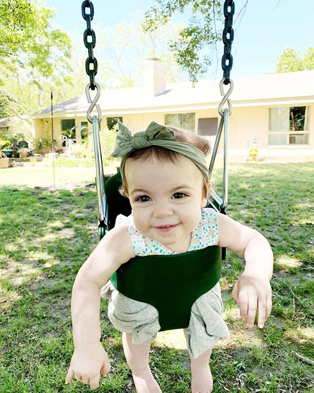 Easter 2019 (14 months) ⬅️ Easter 2018 (2 months) Today's weather was just perfect for rompers and swings and long walks and egg hunts. #yourmodernbaby