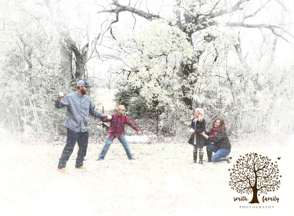 snowball_fight_winter_wonderland_session_smith_family_photography