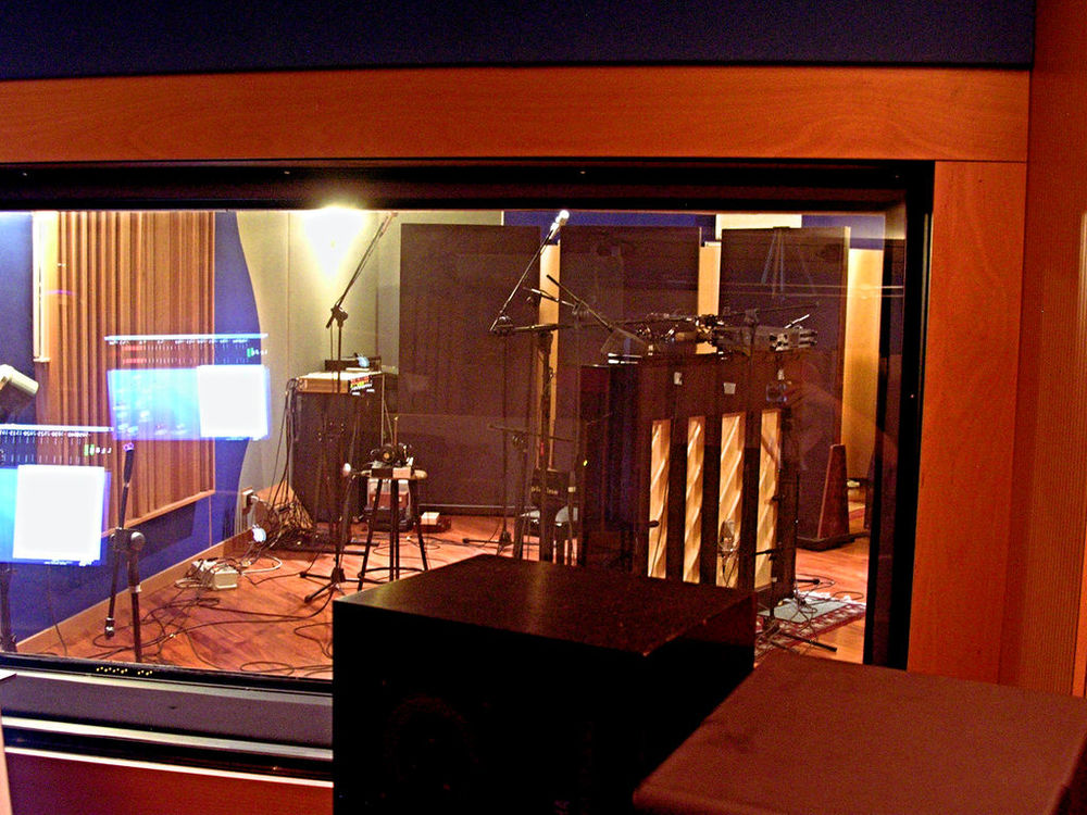 upright_studio1.jpg