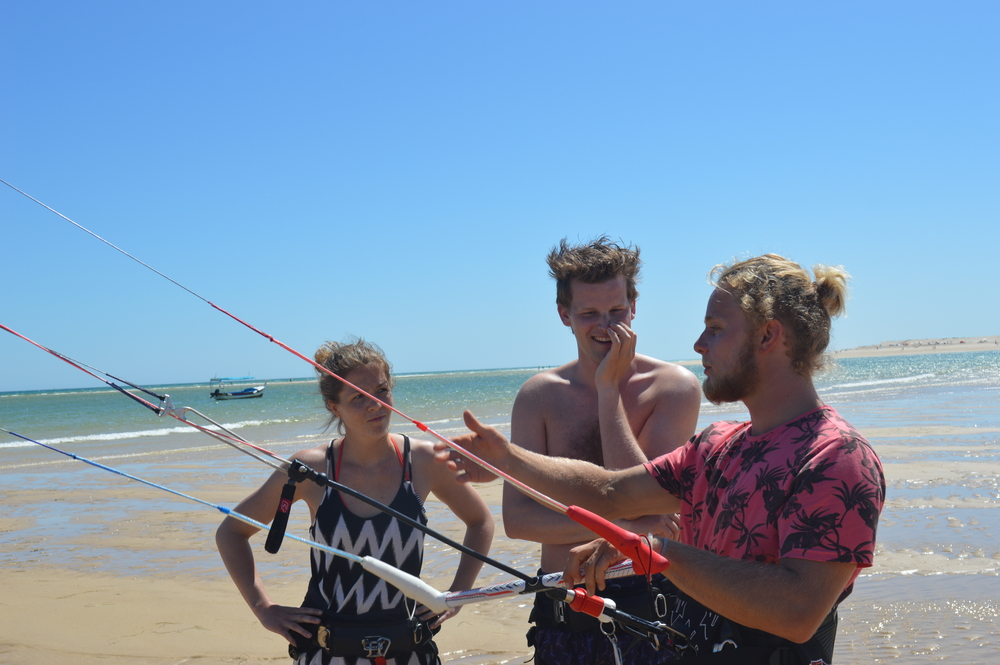 Raoul Explaining Basic Kite Skills - Fuzeta Beach