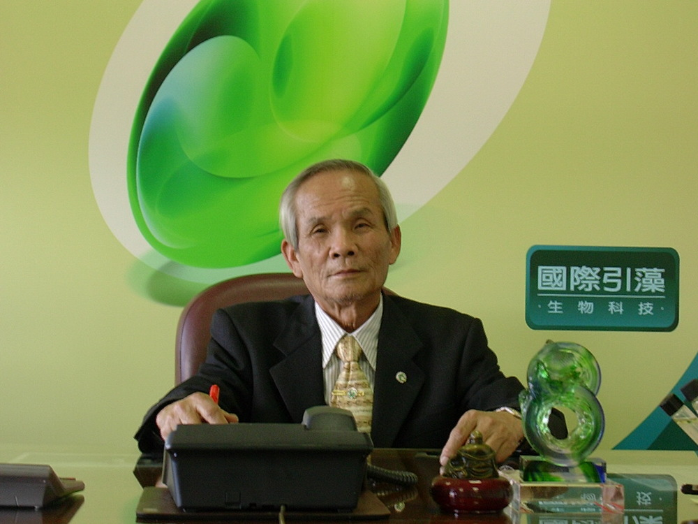 "Professor Dr. Wang Shun Te, Founder of International Cryptomonadales Biotechnology Co., Ltd (ICBC) Taiwan.    With experiences of more than thirty years in algae researches has gone through numerous hardships and efforts since 1990 in order to nurture the most purified and the most precious Cryptomonadales.   Prof. Dr. Wang developed his own unique strain of algae Crypto PPARs. His epoh-making strain is the subject of intensive research by the National Health Research Institute of Taiwan, and has been featured as a solution to diabetes and blood cholesterol by the Taiwanese media. Crypto PPARs is the first algae product to receive a ""Health Food"" certification from the government of Taiwan, with therapeutic claims of reducing blood cholesterol."