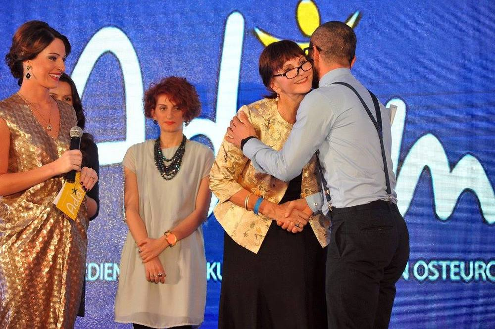 Oktay Namazov, winner for web videos,with Bettina Cadenbach