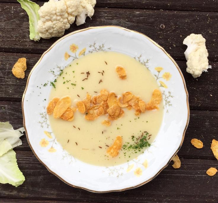 Karfiolsuppe mit Cornflakes.jpg