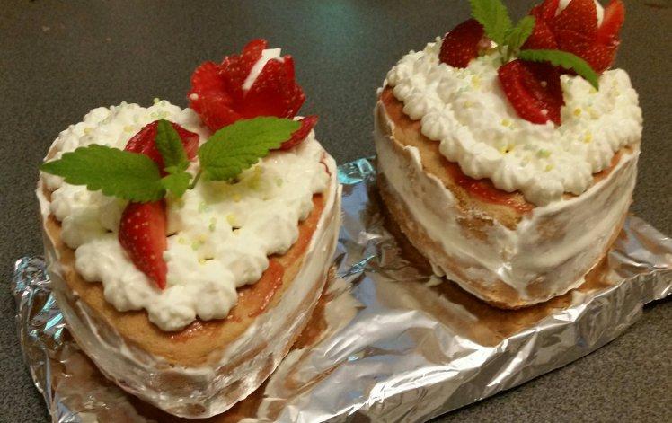 Suesse Erdbeer-Topfen-Herzen.jpg