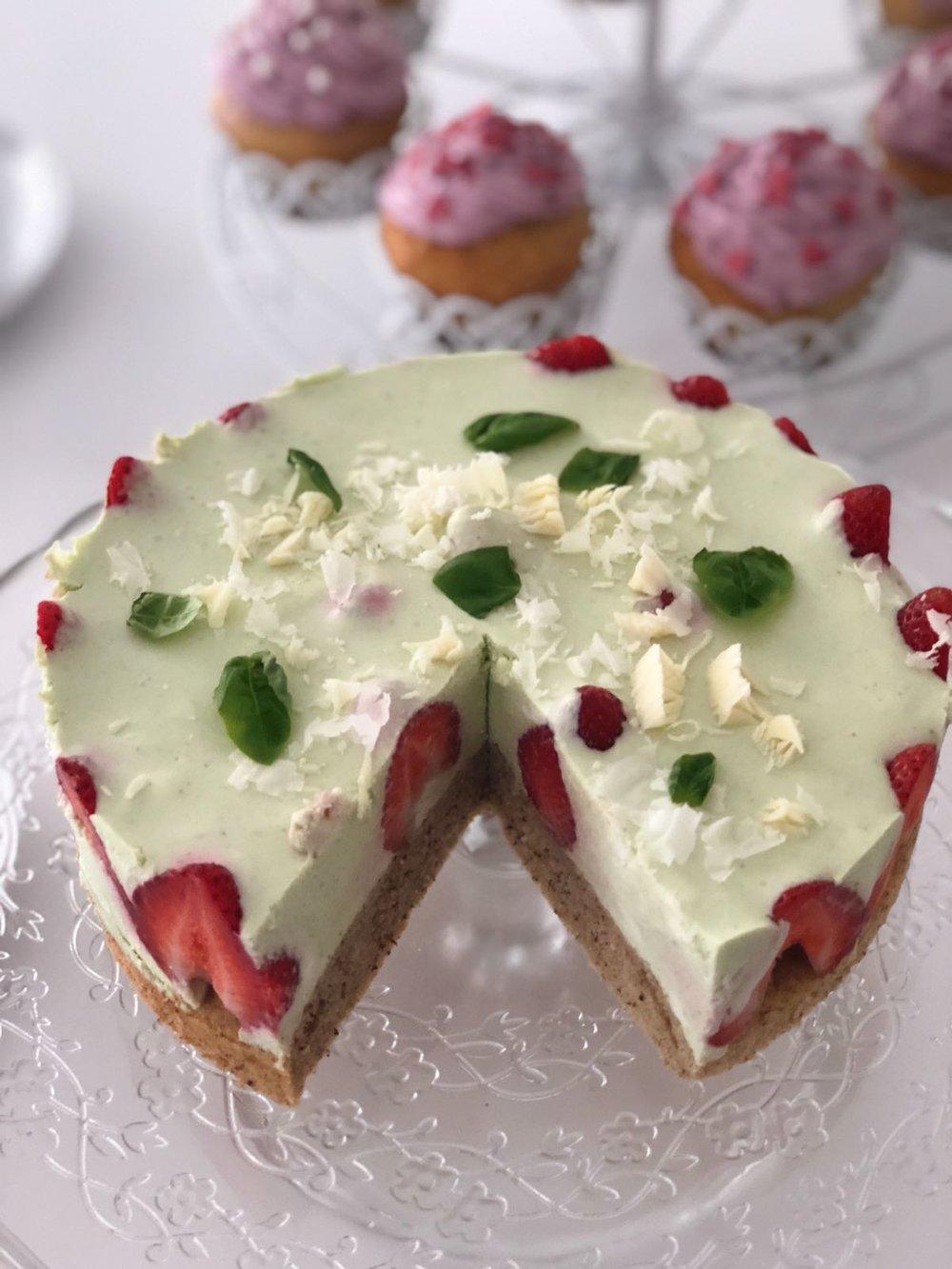 Erdbeer-Basilikum-Torte2.jpg