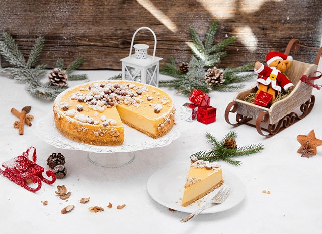 We're taking the cheese cake to a whole new level! Adding cinnamon and speculoos spices to make this cheese cake the stuff of christmas dreams. 😋 . . . #christmas #xmas #thebakefeed #feastordie #instafood #foodlover #williamssonoma #f52grams #rezeptdestages #recipeoftheday #treatyoself #lifeandthyme #vscofood #rezeptebuchcom #hungrygrls #foodblogliebe #nomnom #instayum #cheatdayeats #devourpower #foodie #xmas18 #cheesecake #spekulatius #cinnamon #zimt #weihnachtsfeeling #feedfeed @williamssonoma @rezeptebuchcom @food52 @thebakefeed @thefeedfeed @ich.liebe.foodblogs @foodblogliebe