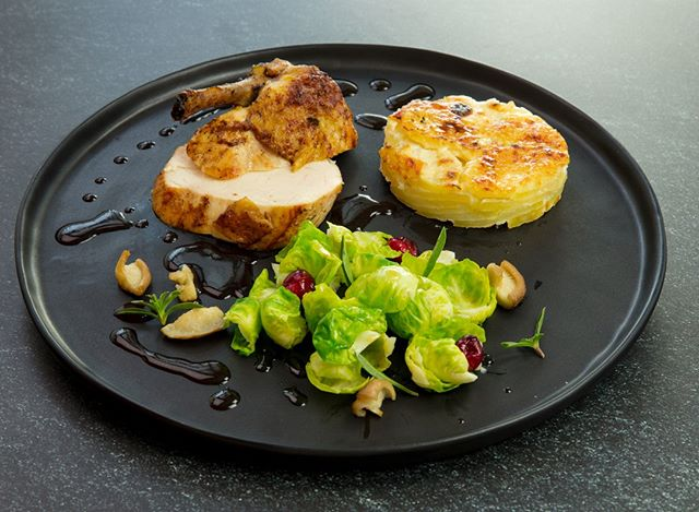 All I want for Christmas is a perfectly seared chicken with brussel sprouts and a chessy potato gratin. 😋 . . . #christmas #xmas #christmasdinner #feastordie #instafood #foodlover #williamssonoma #f52grams #rezeptdestages #recipeoftheday #treatyoself #lifeandthyme #vscofood #rezeptebuchcom #hungrygrls #foodblogliebe #nomnom #instayum #michelinstar #devourpower #foodie #xmas18 #chicken #feedfeed @williamssonoma @rezeptebuchcom @food52 @thebakefeed @thefeedfeed @ich.liebe.foodblogs @foodblogliebe