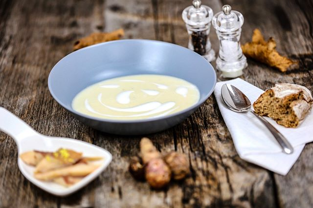 Get your OPOWER on with this divine soup from the geniuses at @obauer_restaurant! Perfect for these cold winter days. . . . #michelinstar #feastordie #instafood #vscofood #foodlover #williamssonoma #f52grams #rezeptdestages #recipeoftheday #treatyoself #lifeandthyme #rezeptebuchcom #hungrygrls #foodblogliebe #instayum #devourpower #hautecuisines #beautifulcuisines #recipeofinstagram #chefmode #foodphotography #feedfeed #nomnom #liebegehtdurchdenmagen #soup #suppe #lowcarb #opwer @rezeptebuchcom @food52 @williamssonoma @thebakefeed @thefeedfeed @ich.liebe.foodblogs @foodblogliebe