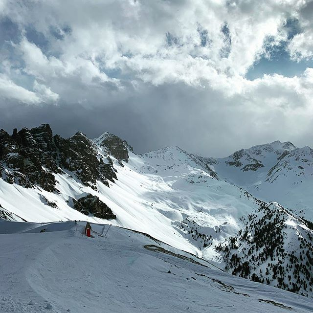 🏔🏔🚠⛷ @tienoarkkitehdit are having a brake ❤️ . . . #foto #photooftheday #sunday #instagood #mountains #ski #downhillskiing #innsbruck #lizum #axamerlizum #vocation #snow #nature #naturephotography