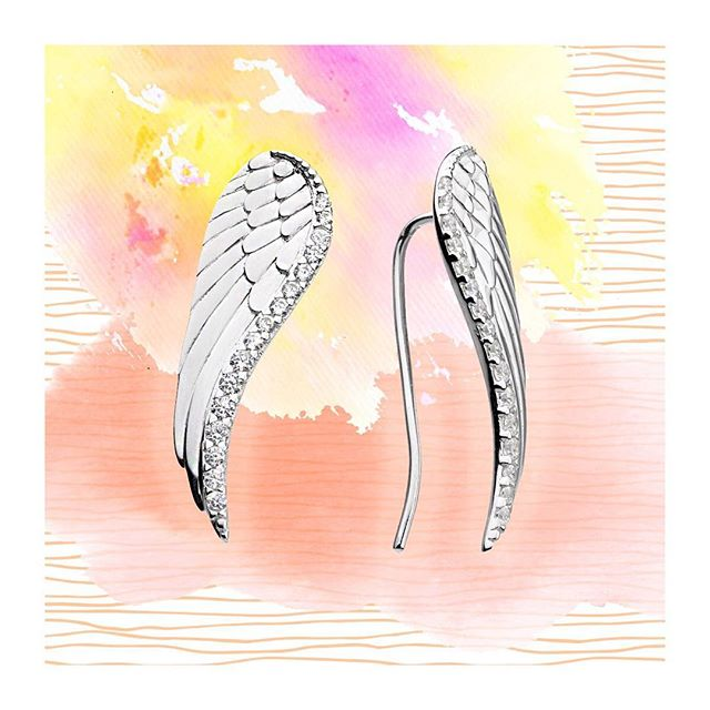 The sky's the limit 🌤 #mondayinspiration #motivation #angelwings #earclimbers #confidence #happiness #katienickelle