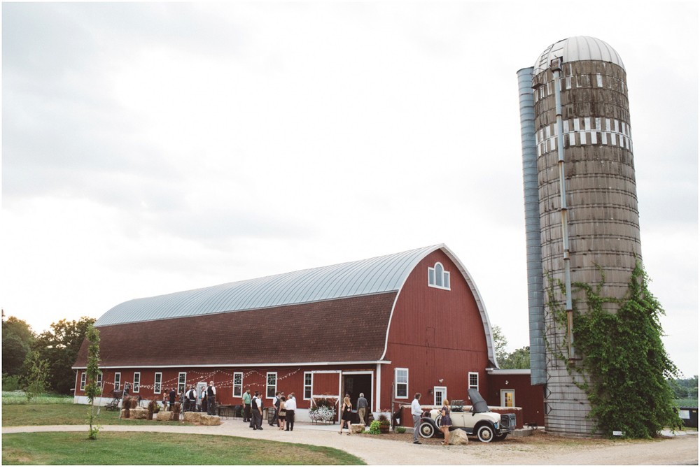Indiana_barn_Wedding-158.jpg