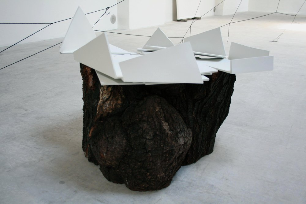 Vento caldo dal Bisenzio, wood, ceramic, total dimension variable, ed: 4 +1 AP, 2009