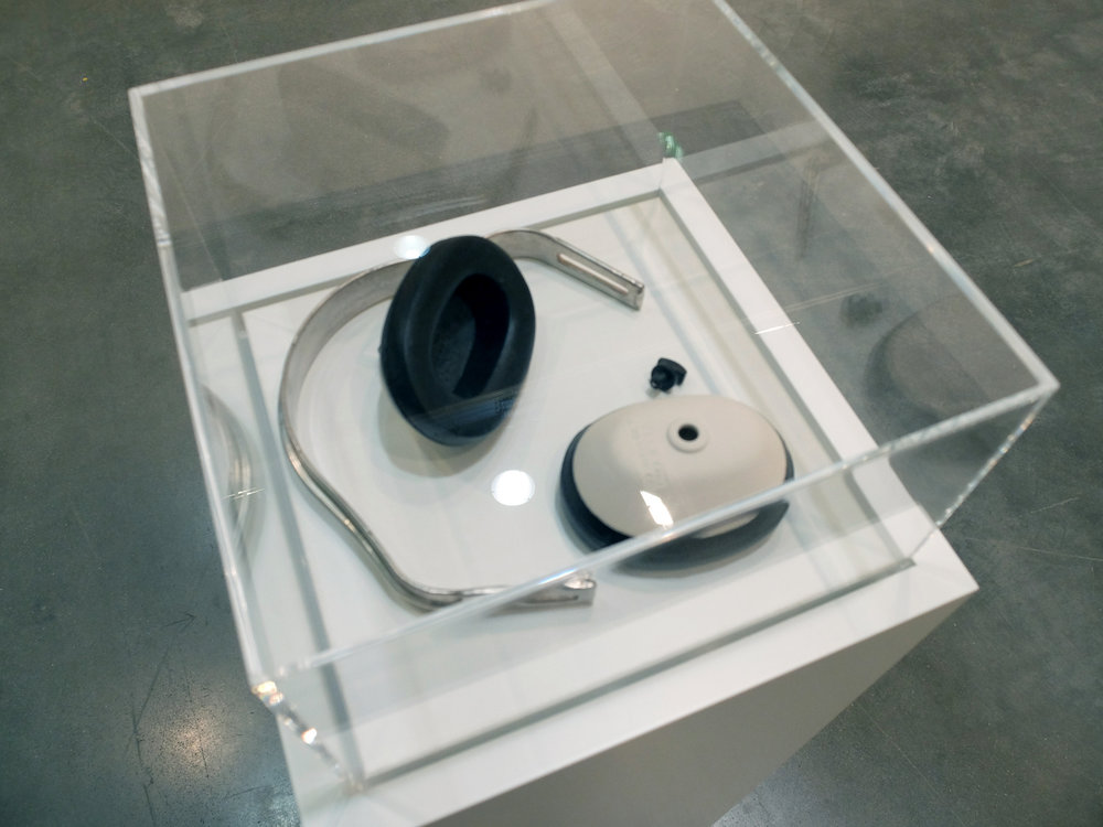 Headphones, black/white/silver enamelled ceramic, 20x20x5 cm, ed: 4 +1 AP, 2009