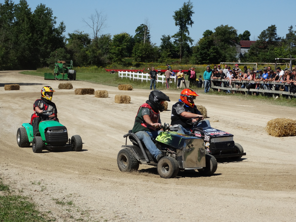 lawn-tractor-races