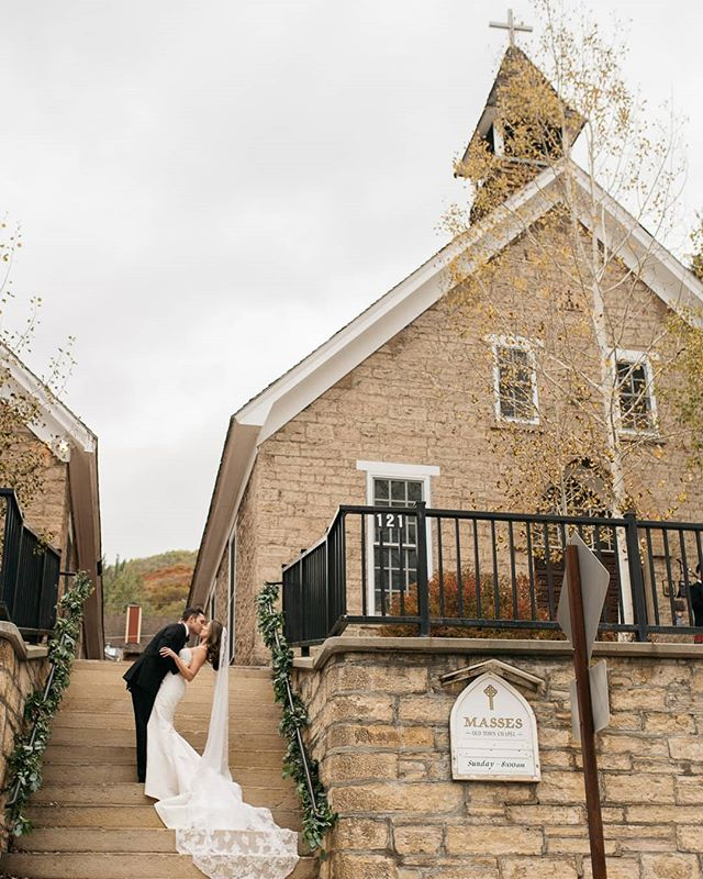 Mairin and Brian's black tie wedding at Deer Valley last weekend was absolutely stunning! How about that third generation veil?! 😍😍😍