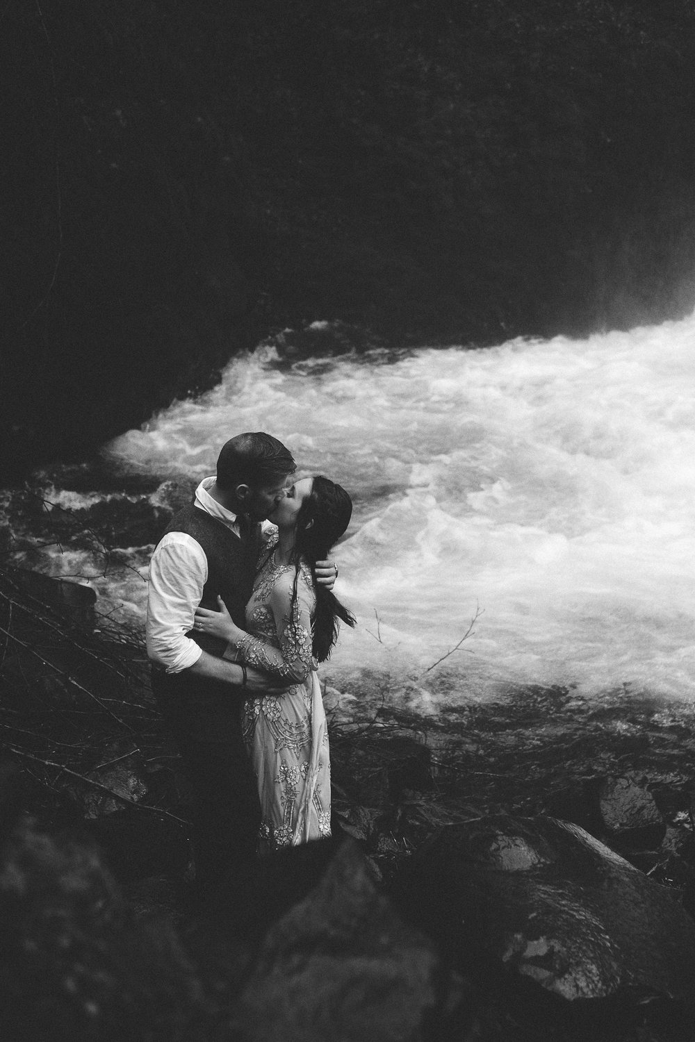 Columbia Gorge Elopement Submission-17.jpg