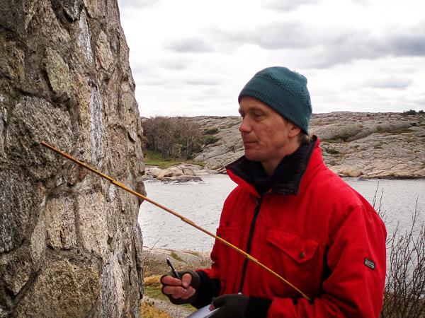 Disse steinene er 351 år gamle, og fikk en grundig vurdering i 2007. Foto: Akerøyas Venner
