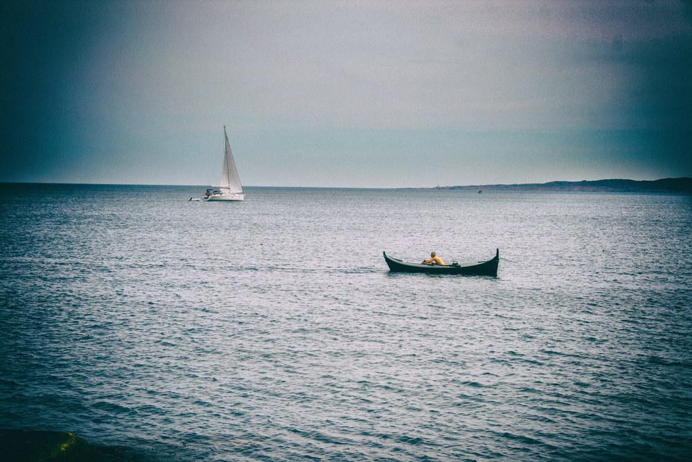 I dag er det oftest moderne båter å se i farvannet rundt Hvaler, men av til dukker en gammel stolthet fram.