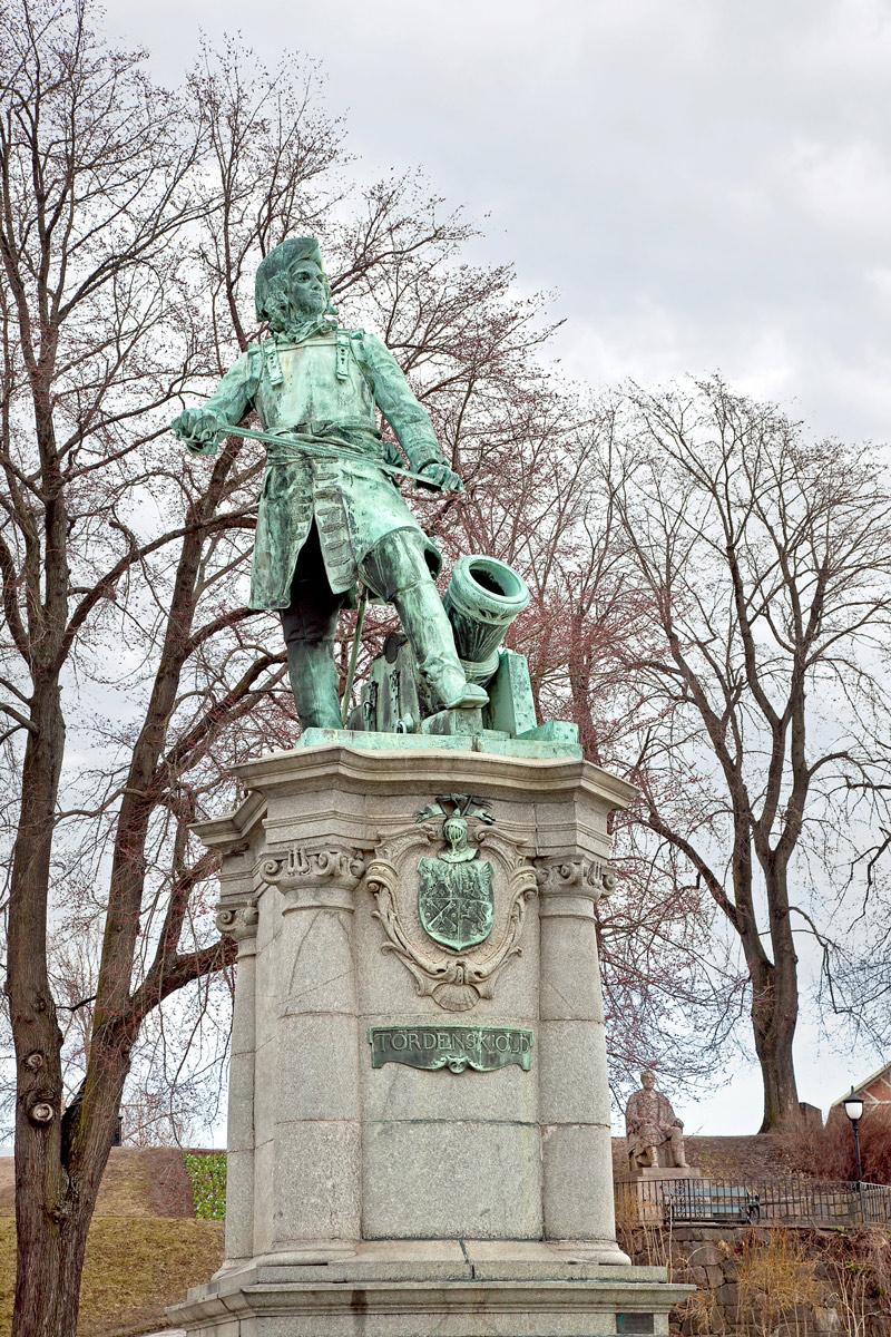 Statuen av Peter Wessel Tordenskiold som står på Rådhusplassen i Oslo.
