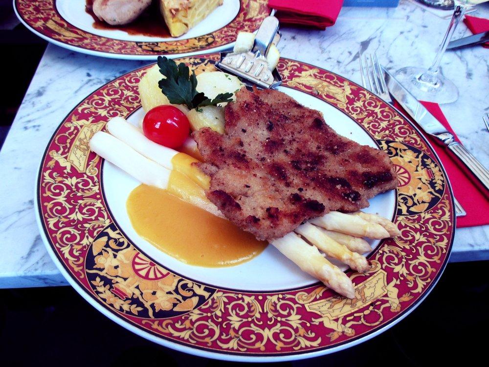 Schnitzel mit Spargel