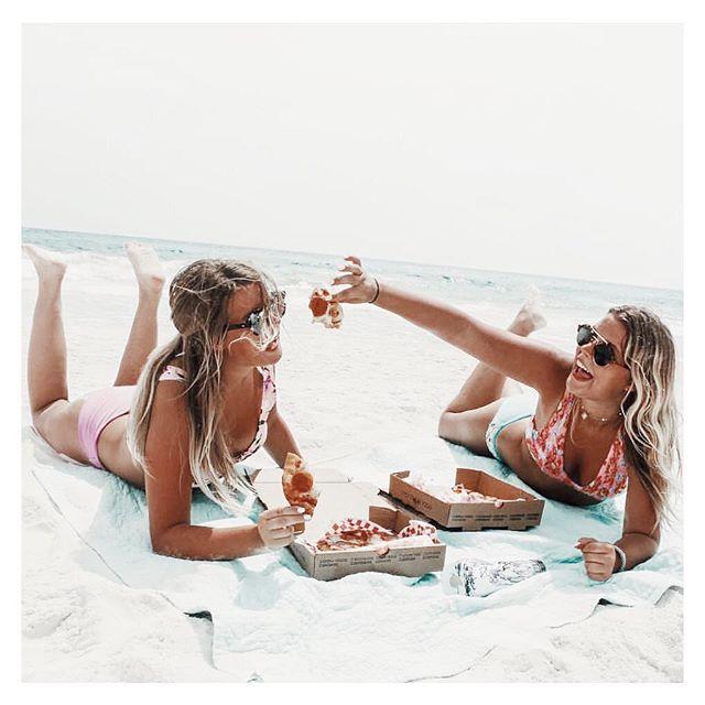 Lunch is served, beach style🍕