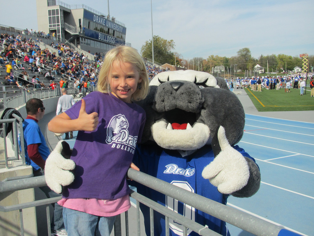 drake-university-mascot-robert-ray-center-americas-family-coaches