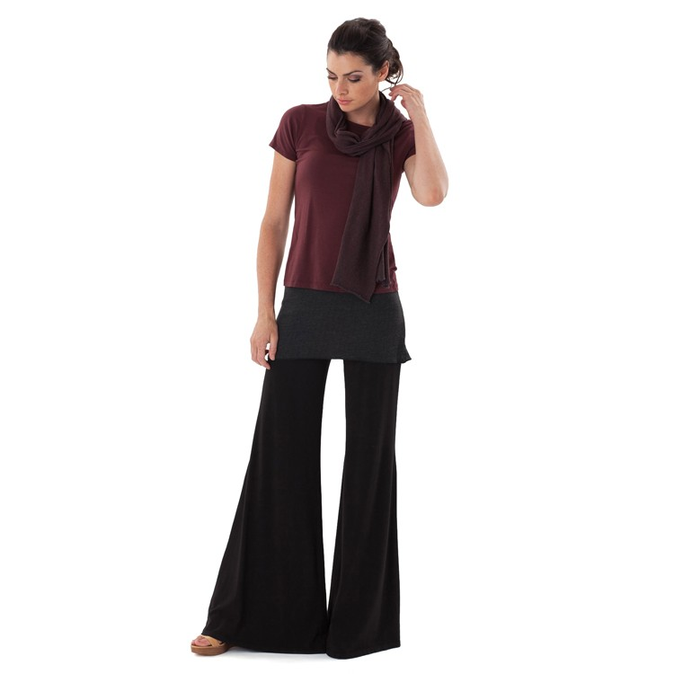 For she who loves to live in yoga pants, but still wants to look glamorous at all times. SENSE's chic attire has beautiful lines and is like heaven to wear, from yoga mat and beyond!