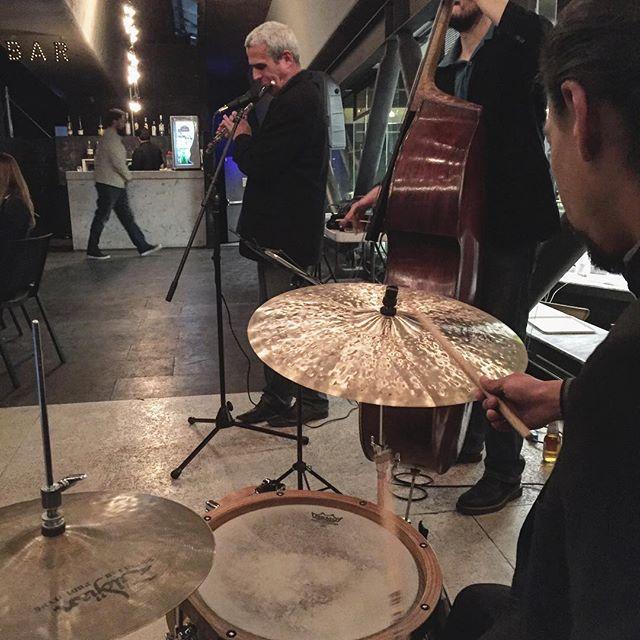 #JazzBajoElPuente Cada jueves, jazz, cena y drinks. #Polanco #JazzEnVivo #felizjueves