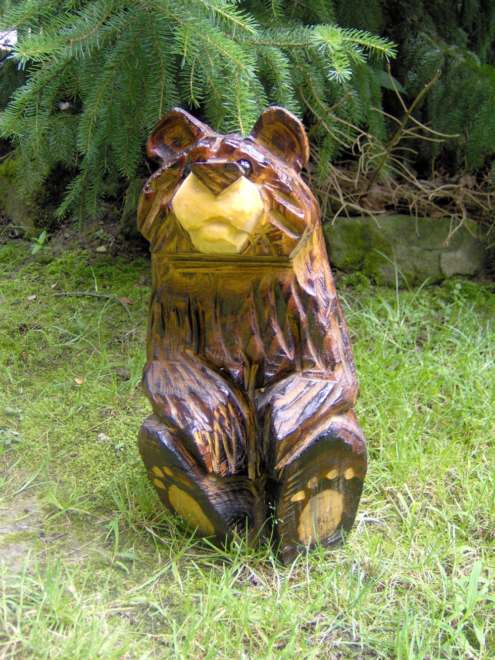 Chainsaw carved sitting bear — ma pa s