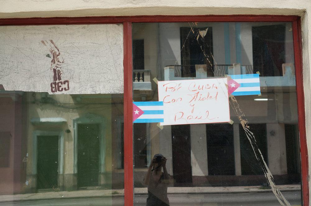 """"""" Por Cuba con Fidel y Raul"""""""