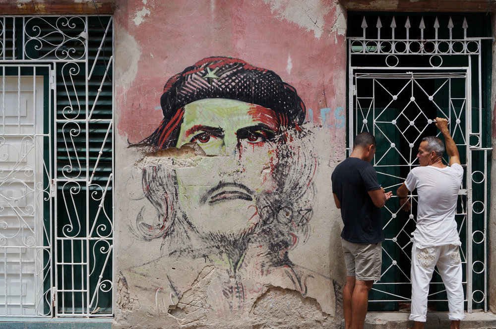 Mural of Che...assuming the frown was added later.