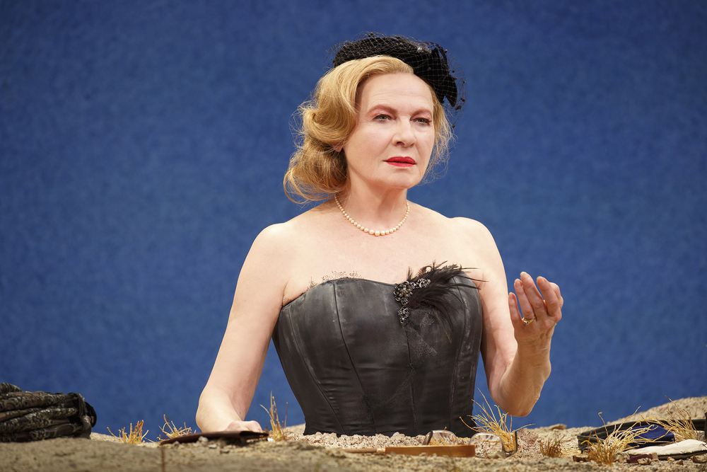 Winnie (Dianne Wiest) (Photo: Joan Marcus)