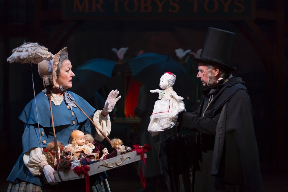 Bettye Pidgeon (Johanna Morrison), Scrooge (Bill Raymond) (photo: T. Charles Erickson)