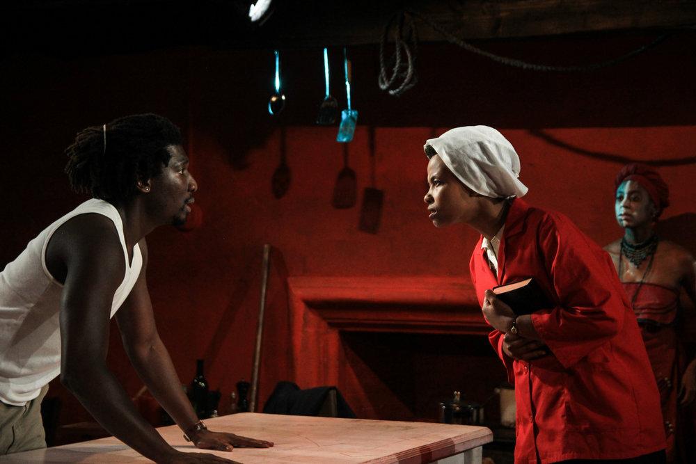 John (James Udom), Christine (Kineta Kunutu), Ukhokho (Amandla Jahava)
