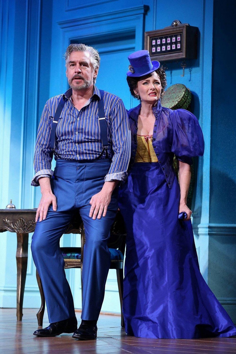 Romain Tournel (Stephen Pelinski), Raymonde Chandebise (Elizabeth Heflin)