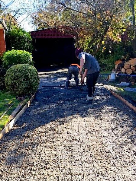 how to build a concrete driveway