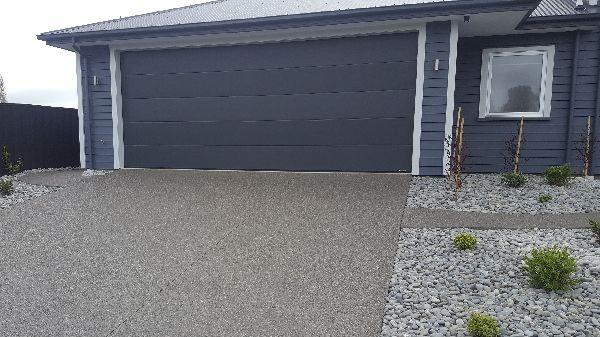 black-exposed-aggregate-christchurch-nz (2).png(new).jpg